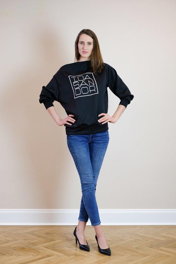 Mikina lodička čierna s bielym logom 02