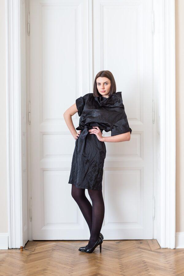 Šaty stojačik