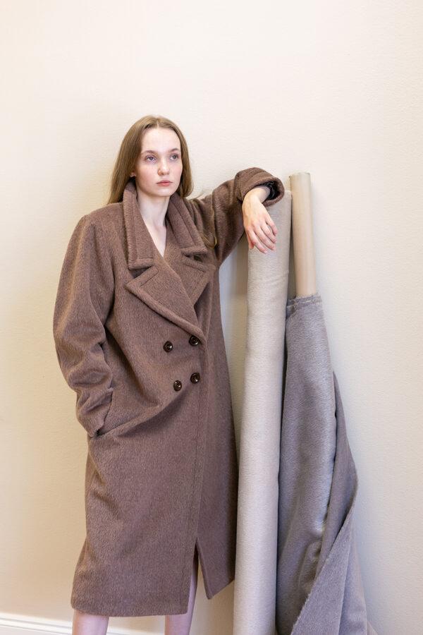 Kabát s dvojradovým zapínaním