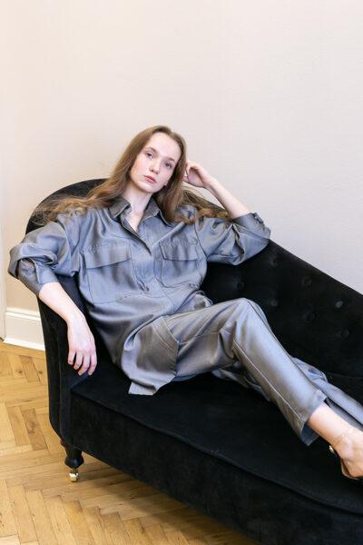 Sivá košeľa s vreckami