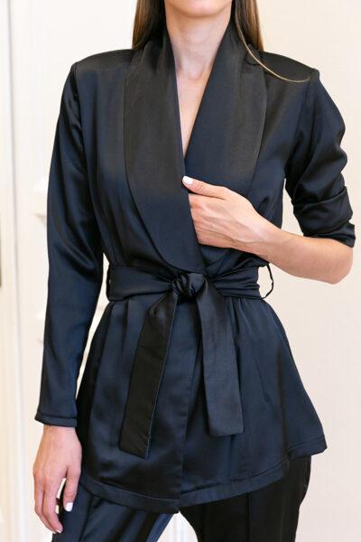 Čierny sako so šálovým golierom